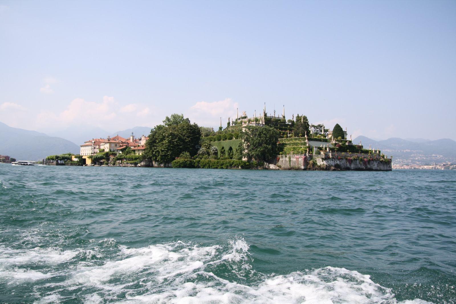 Img_5212 湖上に浮かぶベッラ島のボッロメオ宮殿と緑豊かな美の庭園。 マッジョーレ...